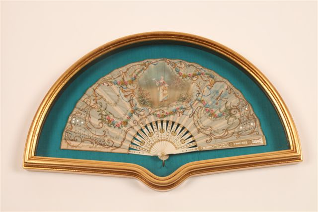 Fan Display Case Model 47: Antique Gold in more detail